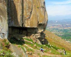https://flic.kr/p/83trZY   Formacion pétrea   Enorme piedra parte de las formaciones rocosas de un sector de Las Lomas de Lucumo, ubicadas entre los Centros poblados Rurales (CPR) Quebrada Verde, Guayabo y PicaPiedra, en el Distrito de Pachacamac, en Lima Metropolitana. Para llegar hay que ir por la pista que lleva a  Pachacamac hacia Cieneguilla (o viceversa) entrando por PicaPiedra, Guayabo y preferentemente por Quebrada Verde  Lima - Peru