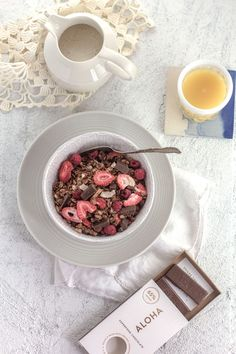 Superfood Chocolate and Berry Granola from @beardandbonnet with @aloha Superfood Choclate Bars!!! Super easy and perfect for Valentine's Day breakfast. { www.beardandbonnet.com }