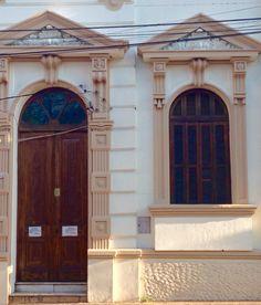 Puerta y ventana antiguas de Asunción-Paraguay