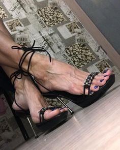 U choose black here it is! Do you like it? #variousfeet #sexyfeet #barefeet #barefoot #feet #foot #footfetishnation #footworshipping…