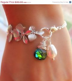 Items similar to Peacock, Aqua Sphinx sterling silver orchid bracelet. I Love Jewelry, Wire Jewelry, Jewelry Crafts, Beaded Jewelry, Jewelery, Jewelry Bracelets, Handmade Jewelry, Jewelry Design, Jewelry Making