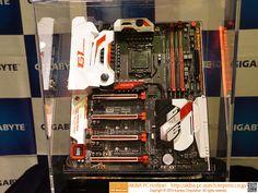 [画像] Intel製USB 3.1コントローラを搭載、GIGABYTEのZ170最上位「GA-Z170X-Gaming G1」-税込79,900円前、普及しているASMedia製USB 3.1コントローラを上回る、最大32Gbpsの帯域を持つIntel製USB 3.1コントローラを搭載。スロット数はPCIe x16×4、PCIe x1×3、DDR4 DIMM×4(最大64GB)。主な搭載機能・インターフェイスはHDMI、Gigabit Ethernet(2ポート、Killer E2400)、11ac無線LAN+Bluetooth 4.1(Killer Wireless-AC 1535)、6Gbps SATA、SATA Express、M.2、Intel製コントローラによるUSB 3.1(Type-A/Cポート各1基)、USB 3.0、5.1チャンネルサウンド(Creative Sound Core 3D)。パッケージにはUSB 3.1 Type-AとType-Cポートを各1基備えた5インチベイユニット「GC-USB 3.1 BAY」が同梱されている
