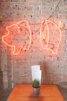 RIB'Z Grill & Booze BBQ is a new Belgrade bar-restaurant open since last March, designed by creative studio L'enfant Terrible