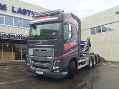 https://flic.kr/p/wEch5z | Regnall transport AB | 2015-07-27 leverans av en Volvo FH16 750 utrustad med VDS och dubbla LED ramper.
