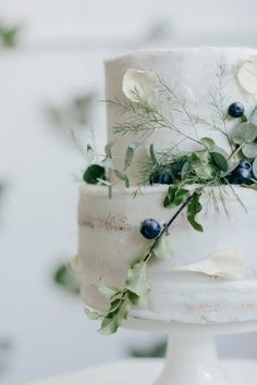 Spring wedding cake adorned with foliage and berries by Irena K Photography on B.LOVED Blog