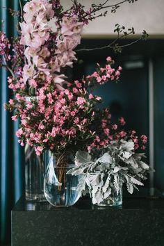 Can you feel the love tonight? It just so happens to be love for this rooftop wedding in Melbourne, Australia with the most captivating bridal heels we ever did see. There is no shortage of orchid, jasmine or pampas grass details in these luxe floral arra