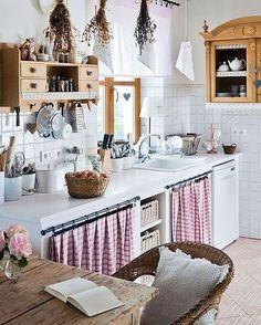 Small kitchen with skirted cabinets