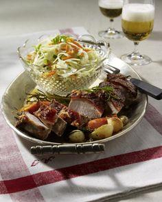 Unser beliebtes Rezept für Krustenbraten mit Krautsalat und mehr als 55.000 weitere kostenlose Rezepte auf LECKER.de.