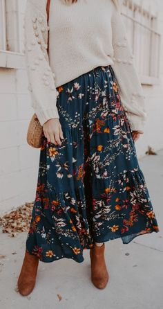 Modest Fashion 678284393867808268 - Love Lasts Maxi Skirt Source by Muslim Fashion, Modest Fashion, Modest Clothing, Fall Winter Outfits, Autumn Winter Fashion, Maxi Skirt Outfits, Midi Skirts, Skirt Pleated, Maxi Skirt Fashion