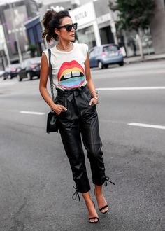 How to Style Leather Pants for Fall. Source by pants outfit Trend Fashion, Look Fashion, Womens Fashion, Fashion Ideas, Hipster Fashion, 80s Fashion, Vintage Fashion, Mode Outfits, Casual Outfits