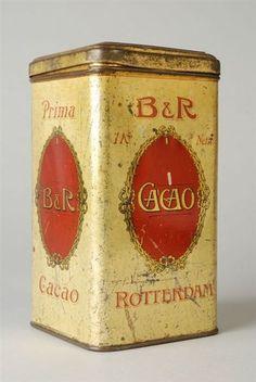 """Goudkleurig rechthoekig cacaoblik met scharnierdeksel, opschrift """"B&R"""" en """"NV v/h Beukers & Rijneke Rotterdam"""""""