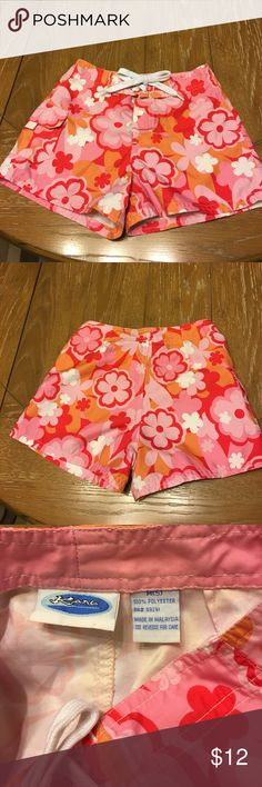 Girls Kanu board shorts, Velcro fly and tie front Girls board shorts by Kanu with orange, pink, red and white flower design. Velcro fly and shoe string type tie with grommets at the waist. Yoke on back side and working pocket with Velcro close on right hip. In excellent condition. 100% polyester size is M(5), but they fit more like a 6x/7 Kanu Surf Swim