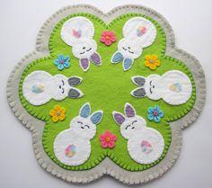 Funny Embroidery, Felt Embroidery, Embroidery Patterns, Embroidery Stitches, Machine Embroidery, Felt Diy, Handmade Felt, Penny Rug Patterns, Felted Wool Crafts