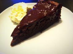 Chokladälskarens dröm, en härlig, saftig god chokladkaka med mycket chokladsmak. Fin blandning mellan fluffigt och kladdigt. Blev så himla sugen på något häromk