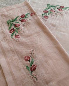 Fotoğraf açıklaması yok. Alice In Wonderland Cross Stitch, Prayer Rug, Bargello, Blackwork, Diy And Crafts, Projects To Try, Embroidery, Knitting, Handmade