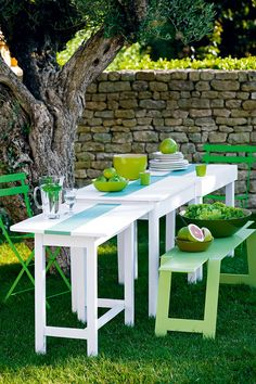 DIY déco : Fabriquer une table de jardin trois-en-un - Marie Claire Table Verte, Porches, Table Diy, Marie Claire, Outdoor Furniture Sets, Outdoor Decor, Yard, Exterior, Home Decor