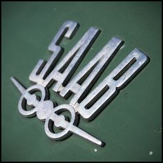 Chromeography - photos of emblems, badges, logos on cars & other objects Car Badges, Car Logos, Auto Logos, Vintage Type, Vintage Cars, Saab Automobile, Car Hood Ornaments, Good Looking Cars, Swedish Design