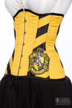 Hufflepuff corset, yes please! Wizarding Badger Long Line Corset by CastleCorsetry on Etsy Harry Potter Style, Harry Potter Outfits, Best Corset, Funny Outfits, Cute Outfits, Lace Tights, Waist Training Corset, Purple Corset, Hufflepuff Pride
