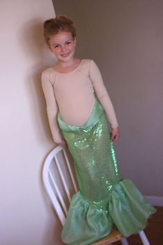 Tutorial for Making a Mermaid Skirt (Ariel or Little Mermaid Costume). Found on pinterest