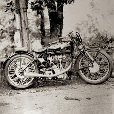 "1,109 Likes, 12 Comments - Paul d'Orléans (@thevintagent) on Instagram: ""Rara Avis! Used to own this 1937 Velocette Mark7 KTT and we took this @mototintype in 2013. Veloce…"""