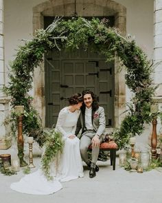an oversized greenery wreath can serve as a backdrop for the ceremony and your portraits