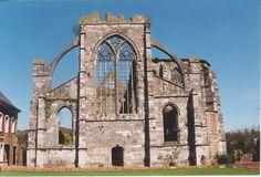 """Thuin, België. L'abbaye d'Aulne, rue Émile Vandervelde 275, 6534 Thuin. """"Cest un lieu magnifique, avec les ruines de l'abbaye d'Aulne et qui vaut le détour""""."""
