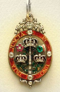 Badge of the Order of the Bath | Flickr - Enamelled and gem-set, England mid 18th c Royal Crowns, Tiaras And Crowns, Royal Jewelry, Fine Jewelry, Jewellery, Antique Jewelry, Vintage Jewelry, Military Decorations, Crown Jewels