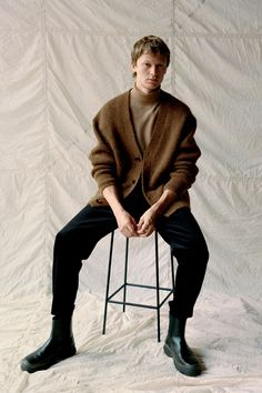 Fernando, Jonas & Sang Don Light Fall Layers from COS Cos Man, Latest Clothes For Men, Leather Chelsea Boots, Oversized Cardigan, Fashion Editor, Men's Fashion, Minimal Fashion, Fashion Brands, Colorful Fashion