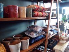 (Almost) the best of Mercado Loft Store. #mercadoloftstore #umseisum #porto #almofadas #almofada #conforto #beleza #padrão #materiais #mobiliário #madeira #escadote #pillow #vaso #vase #borralheira #cor #tecidos #cerâmica #sabonetes #furniture #geometria #design #interior #decoração #casa #sala #room #homedecor
