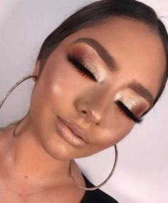 makeup look eyeshadows Eye Makeup On Hand, Makeup Over 40, Makeup Eye Looks, Nude Makeup, Kiss Makeup, Glam Makeup, Beauty Makeup, Eye Makeup Remover, Eyeshadow Makeup