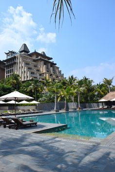 We just arrived to Sanya in Hainan Island China. We are staying at the Raffles hotel, it is an impressive property located in one of the most beautiful parts of this tropical paradise #TWWT