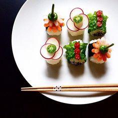 Food Art with Traditional Japanese Dishes Japanese Dishes, Japanese Food, Traditional Japanese, Temari Sushi, Sushi Co, Vegan Sushi, Japanese Sweet, Joy Of Cooking, Food Decoration