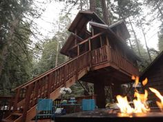Take a peek inside these larger-than-life spaces featured in DIY Network's The Treehouse Guys. With designs and custom woodwork as beautiful as these, you may never want to return to civilization. Custom Woodworking, Woodworking Tips, Bottle Chandelier, Building A Treehouse, Life Space, Tree House Designs, Diy Network, In The Tree, Coastal Style