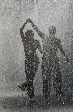"""""""Pegue todos os 'nãos' que a vida te faz engolir e transforme em canção pra te ajudar a seguir. A grandeza não está em tocar sempre a melhor música, mas em aprender a dançar corretamente todas as melodias!"""" — Fernanda Gaona  Bommm dia vida, hoje vou dançar com você!!! ¸¸.•*¨*•♫♪¸¸.•*¨*•♫♪¸¸.•*¨*•♫♪"""