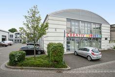 Parken ist in Düsseldorf sonst immer ein Problem aber bei uns findet Ihr ausreichend Parkplätze direkt vor der Tür!