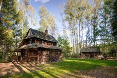 http://www.slonecznepodlasie.pl/chatka-w-lesie-bialowieza.htm  Pośród prastarej Puszczy Białowieskiej, nieopodal wsi Teremiski, znajduje się miejsce magiczne - drewniana chatka ze świerkowych bali, kryta gontem, z ceglanym piecem i niezwykłym wnętrzem, która  zaprowadzi Cię w świat, gdzie czas płynie wolniej…
