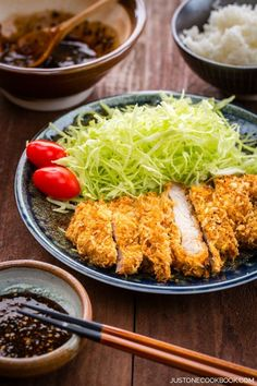 Tonkatsu, is a Japanese food which consists of a breaded, deep-fried pork cutlet. Tonkatsu originated in Japan in the century. Pork Recipes, Asian Recipes, Cooking Recipes, Healthy Recipes, Game Recipes, Chinese Recipes, Vietnamese Recipes, Mexican Recipes, Pork Cutlet Recipes
