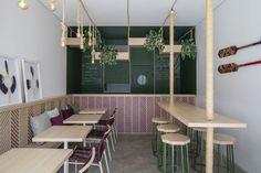 Gallery of Tuíra Açaí / Traama Arquitetura - 1 Small Restaurant Design, Small Cafe Design, Restaurant Interior Design, Restaurant Patio, Modern Restaurant, Cafe Shop Design, Coffee Shop Interior Design, Bathroom Interior Design, Juice Bar Interior