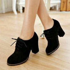 schuhe 40 Gorgeous Oxford Heels You'd Love To Wear lace-up-chunky-heel-pumps Crazy Shoes, Me Too Shoes, Heeled Boots, Shoe Boots, Ankle Boots, Ankle Heels, Dress Boots, Heeled Sandals, Women's Boots