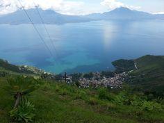 Lago de Atitlán y Santa Catarina Palopó, Sololá.  Vista desde Karmel Juyú, Sololá, Guatemala