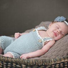 Baby Knitting Patterns, Crochet Hats, Fashion, Threading, Knitting Hats, Moda, Fashion Styles, Fashion Illustrations