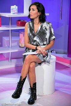 Look di Caterina Balivo a Detto Fatto del 20/10/15: abito e anfibi Ixos!!! <3