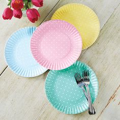 Large holiday dinners mean creative seating options, like kids' tables. Designing a fun Easter table for kids lets them know how special you think they are. My Ideal Home, Coloring Easter Eggs, Fade Color, Spring Sign, Easter Celebration, Easter Table, Easter Treats, Pretty Pastel, Plate Sets