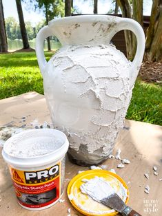 Diy Home Crafts, Garden Crafts, Crafts To Do, Diy Home Decor, Concrete Crafts, Concrete Projects, Concrete Planters, Stucco Patch, Craft Projects