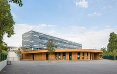 Education benefits from wood – Jules Verne-school by Archi5. Photo Sergio Grazia. #architecture in #wood