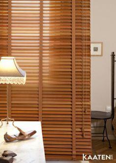 Las venecianas de #madera de Kaaten ® son perfectas para aportar aires clásicos y  #calidez a tus habitaciones. Crea tu propio ambiente en www.kaaten.com.