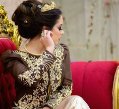 Zardozi Embroidery, Arabic Dress, Traditional Dresses, Marie, Party Dress, Wedding Photography, Poses, Caftans, Couture