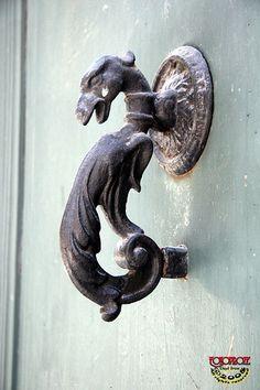 35 ideas unusual door knockers barcelona spain for 2019 Door Knobs Crafts, Old Door Knobs, Door Knobs And Knockers, Ceramic Door Knobs, Door Handles, Cool Doors, Unique Doors, Door Entryway, Front Door Decor