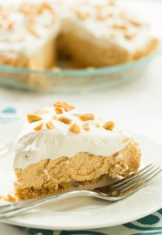 No-Bake Peanut Butter Pie ~ Brown-Eyed Baker Peanut Butter Desserts, Köstliche Desserts, Delicious Desserts, Dessert Recipes, Yummy Food, Cupcakes, Cupcake Cakes, Butter Pie, Butter Crust