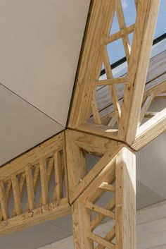 Image 17 of 58 from gallery of Maggie's Cancer Centre Manchester / Foster + Partners. Photograph by Nigel Young / Foster + Partners Timber Architecture, Timber Buildings, Architecture Design, Bamboo Structure, Timber Structure, Pole Barn House Plans, Pole Barn Homes, Hut House, Timber Roof
